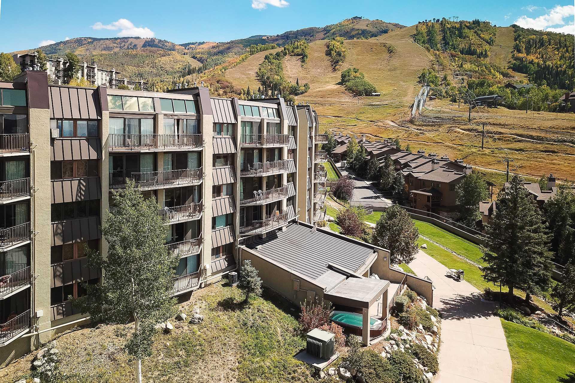BT406: Bronze Tree Condominiums