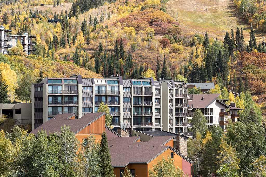 BT501: Bronze Tree Condominiums