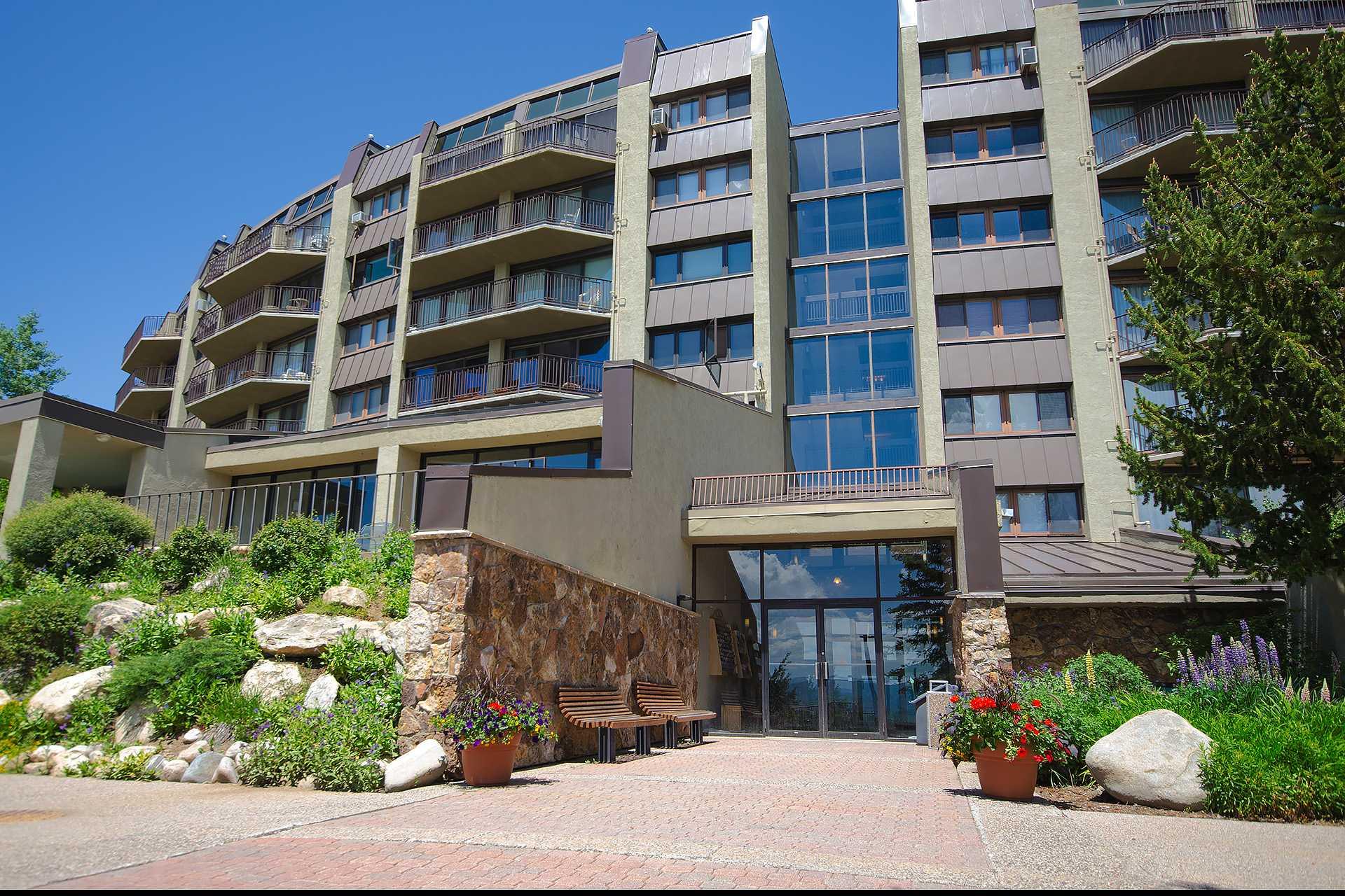 BT507: Bronze Tree Condominiums