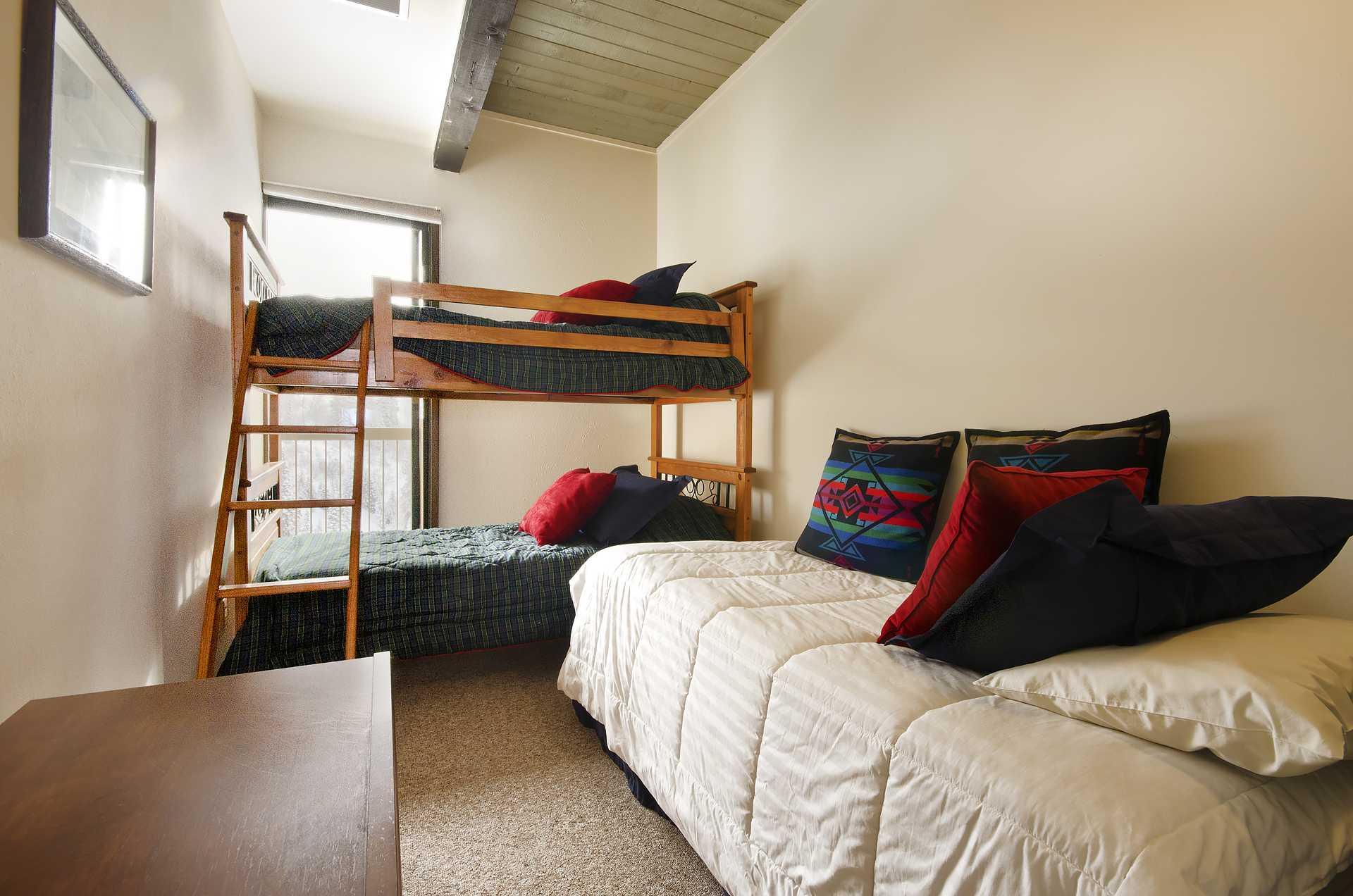 CB313: Storm Meadows Club B Condominiums