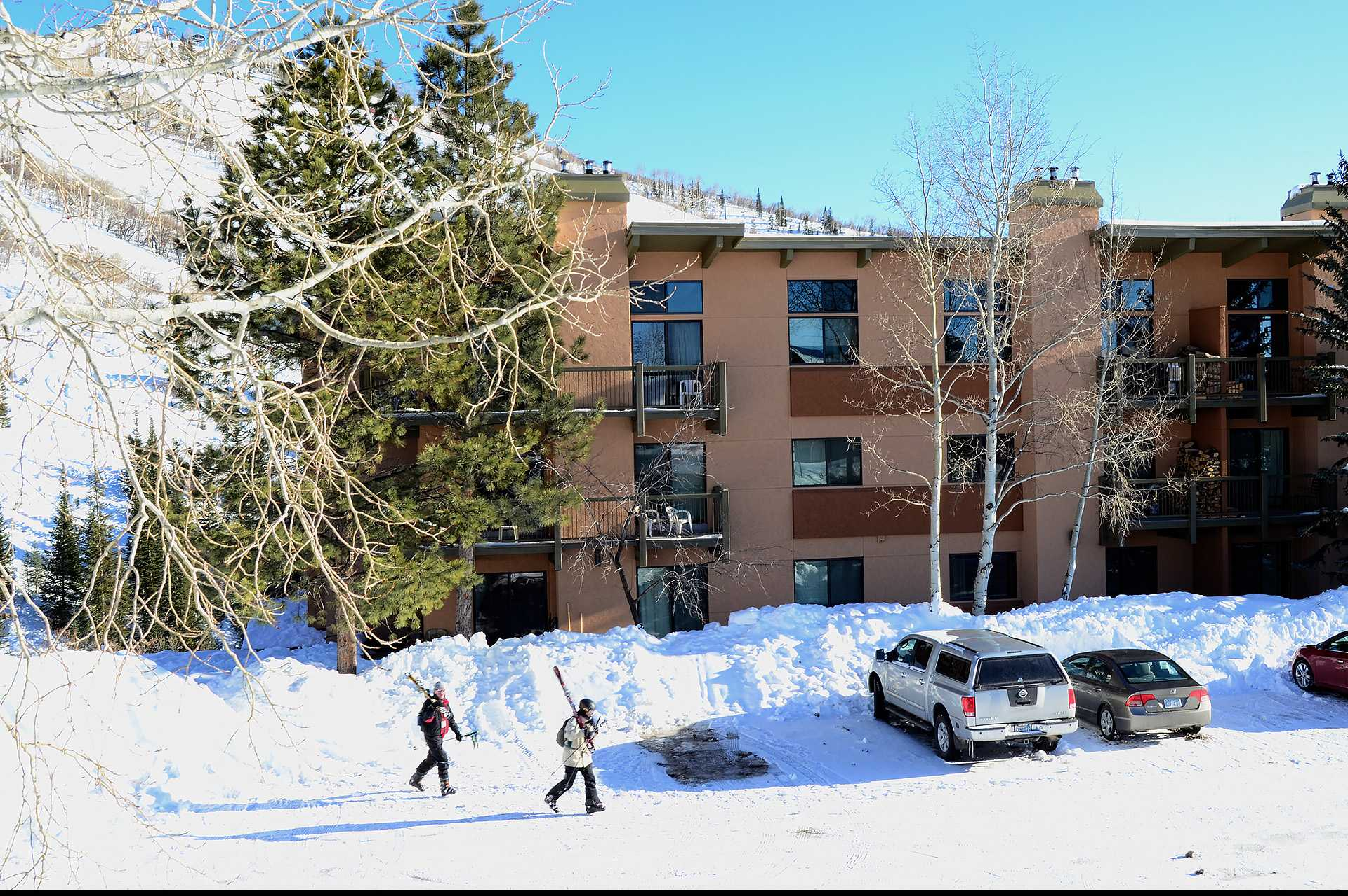 CB315: Storm Meadows Club B Condominiums