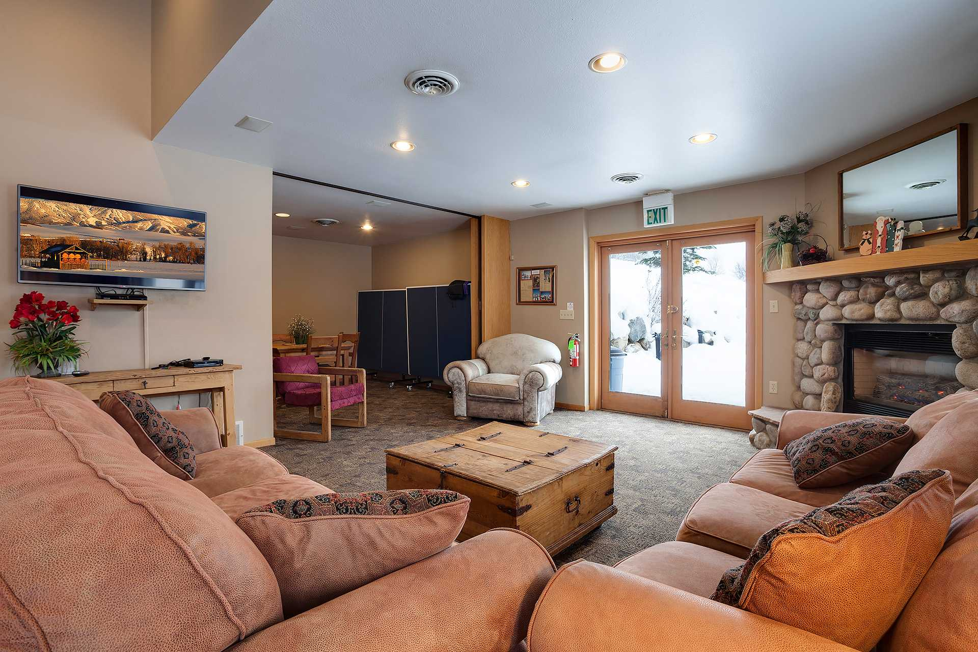 R2138: Rockies Condominiums