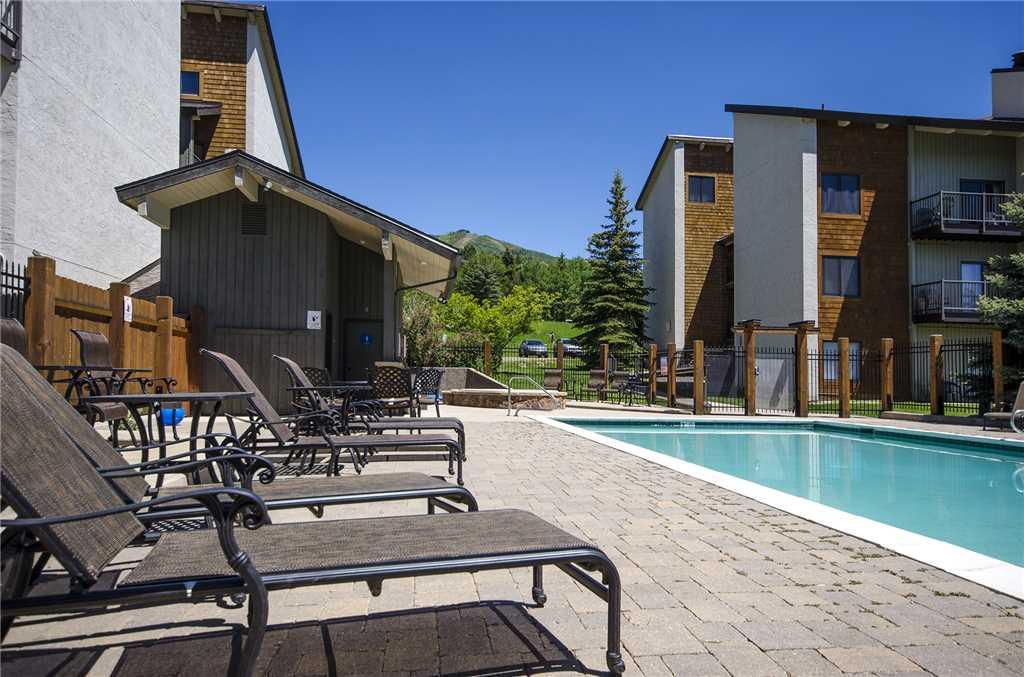 R2204: Rockies Condominiums