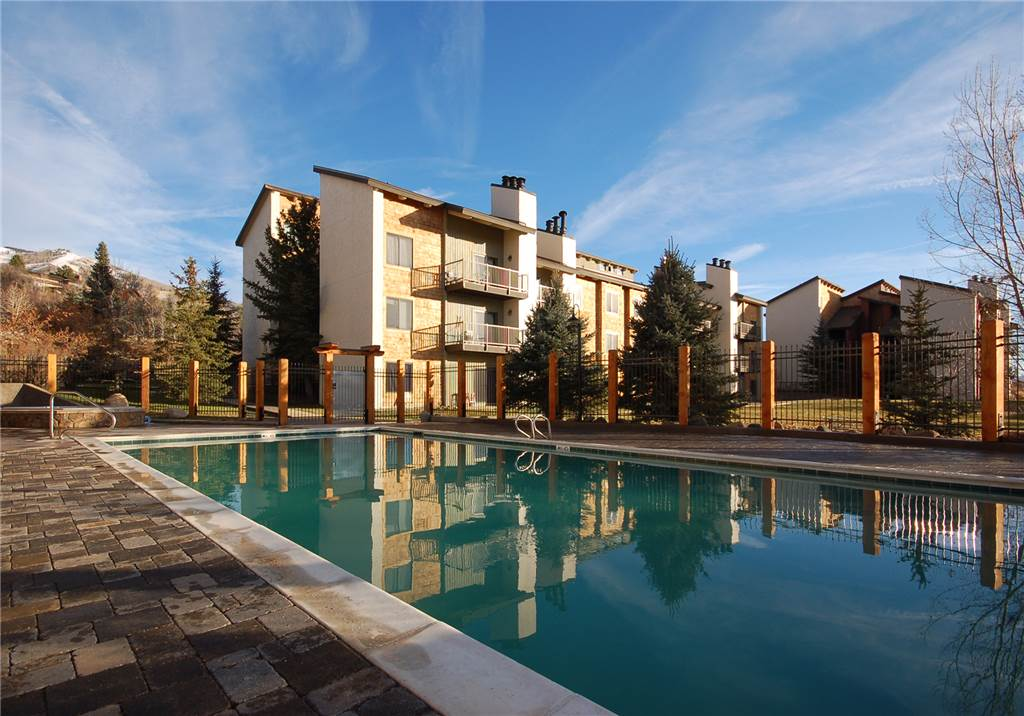 R2231 rockies condominiums steamboat springs vacation for Cabin rentals near steamboat springs
