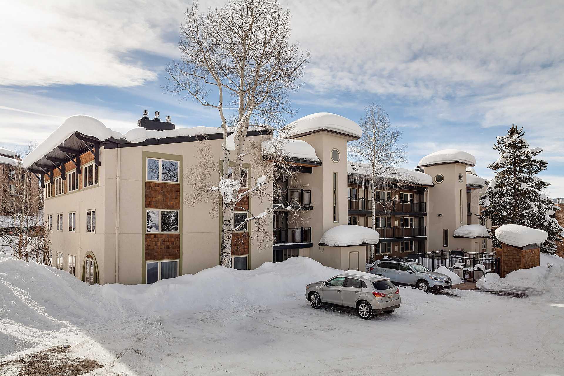 SK105: Ski Trail Condominiums