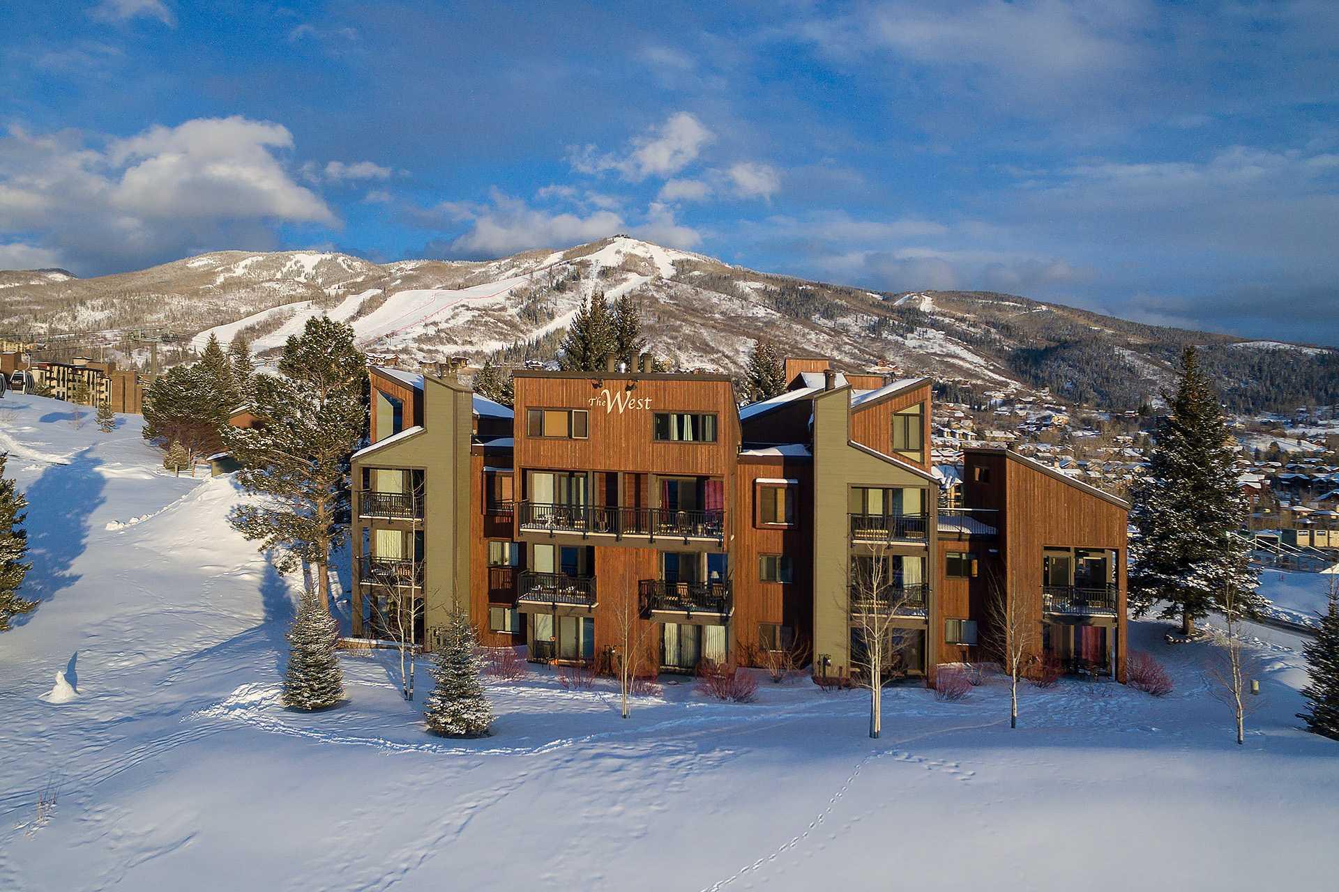 W3222: The West Condominiums